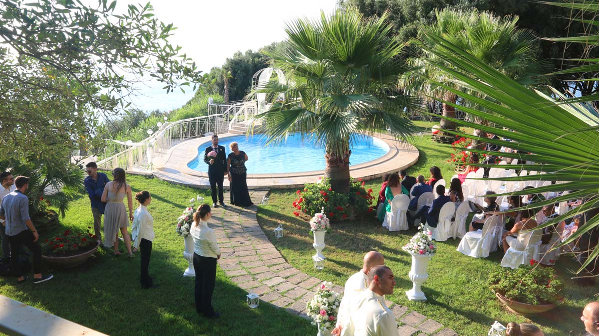 il matrimonio civile a bordo piscina