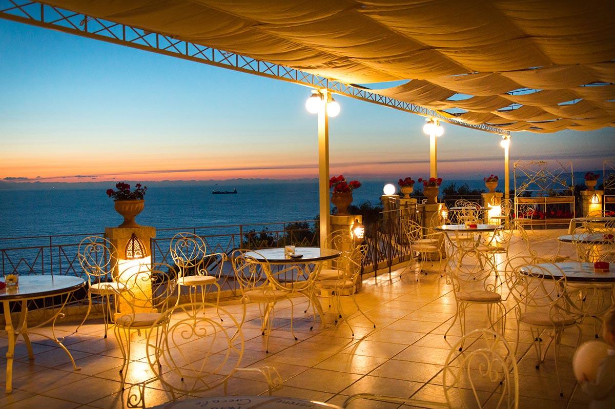 Sala Ricevimenti capospereone: ristorante sull'affaccio della costa viola a caposperone resort
